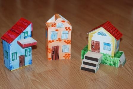 Как сделать маленький домик из коробки своими