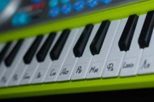 Учимся игре на синтезаторе