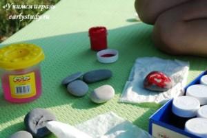 рисуем на камнях на природе
